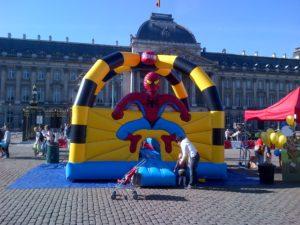 Château gonflable Spiderman au Palais Royal pour le 21 juillet